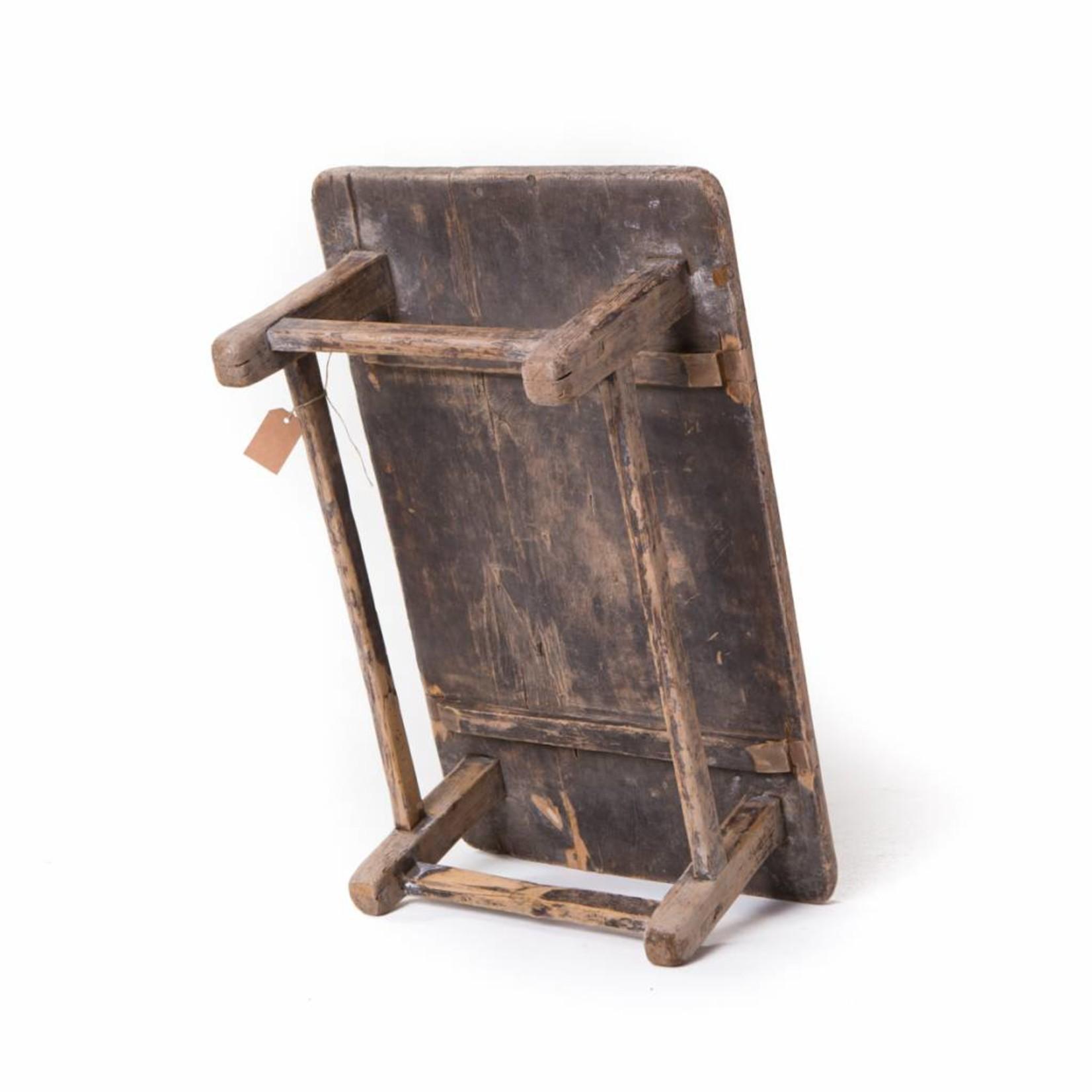 Oude houten Chinese bijzettafel
