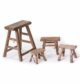 set van oude houten kruk en kleine melkkrukje(s)
