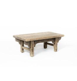 Oude houten bijzettafel