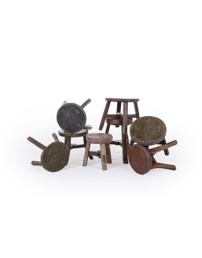 oude  ronde houten krukje