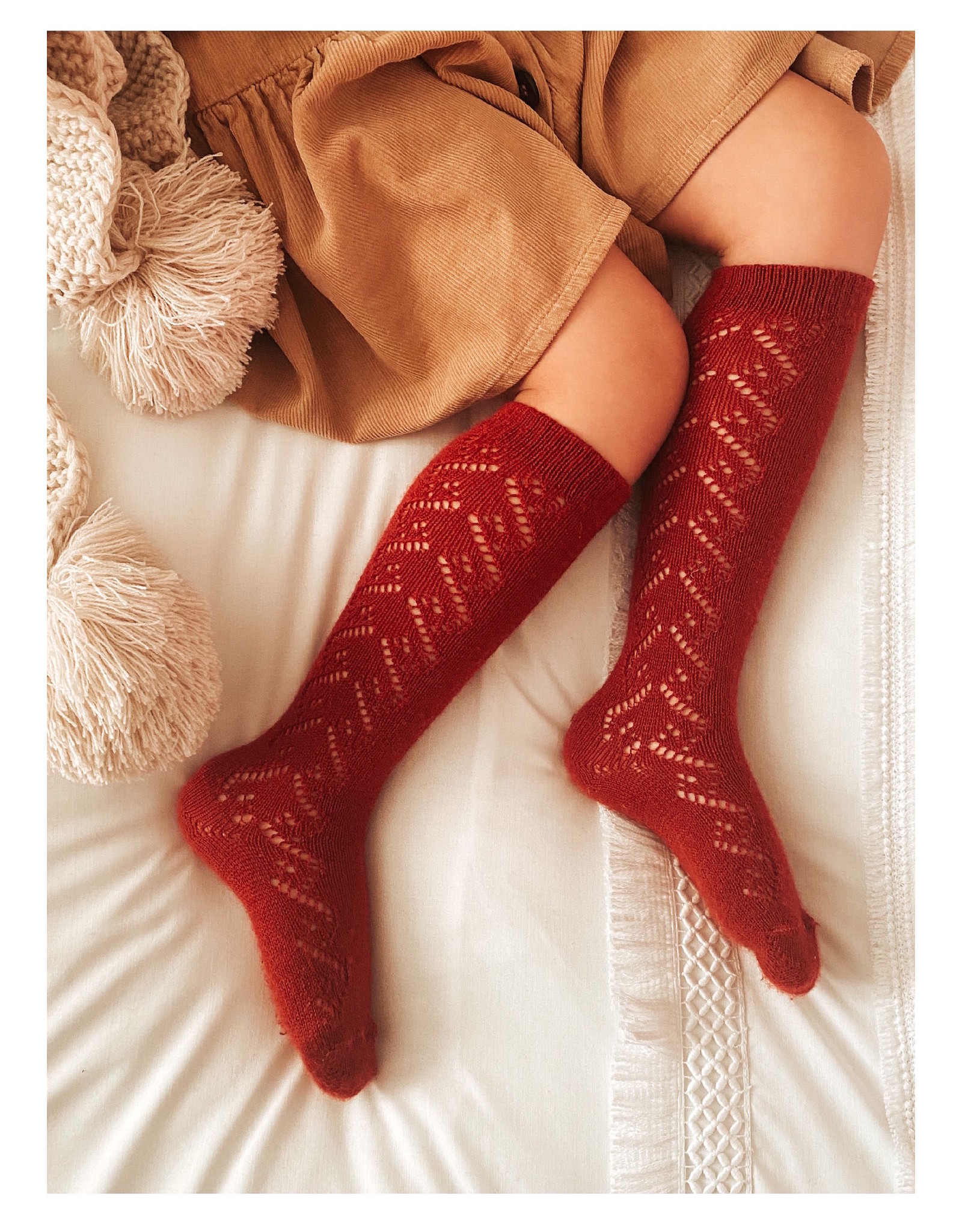 CONDOR Red Wool Side Openwork Socks