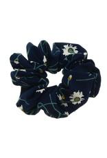 Scrunchi donkerblauw met bloemetjes