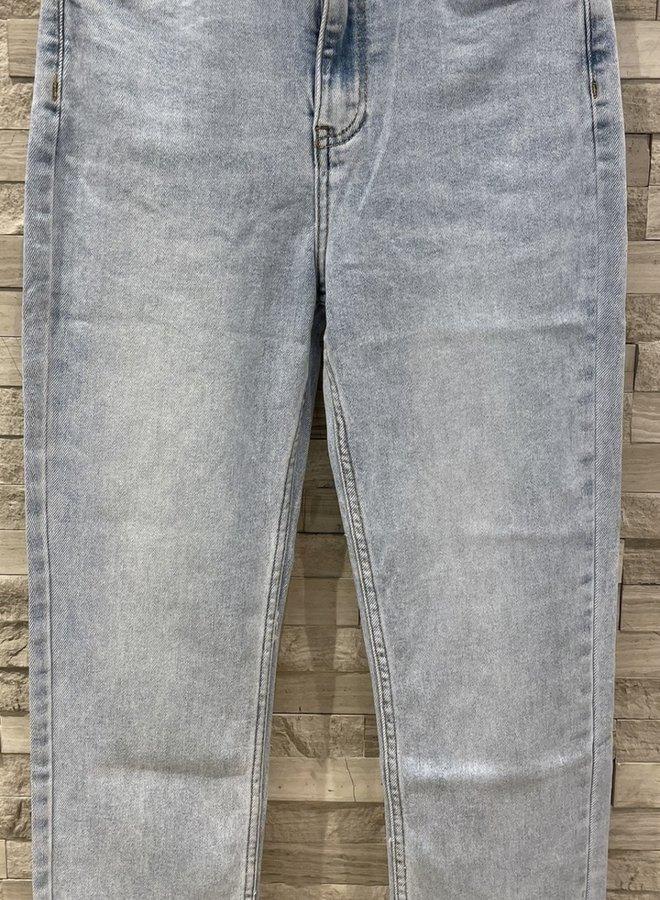 R Display Mom Jeans