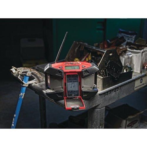 Milwaukee M12 SUBCOMPACTRADIO MET MP3 AANSLUITING