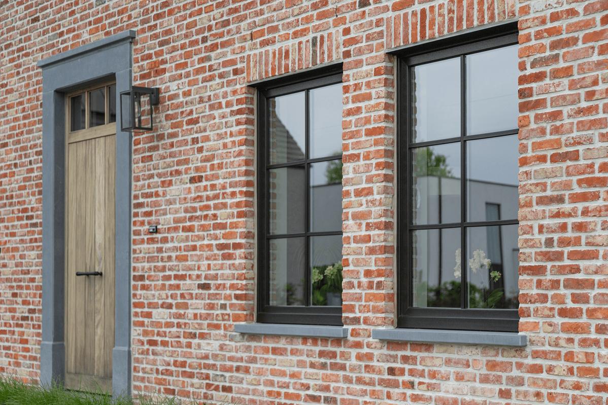 Kitten en lijmen voor kozijn en raam fabricage