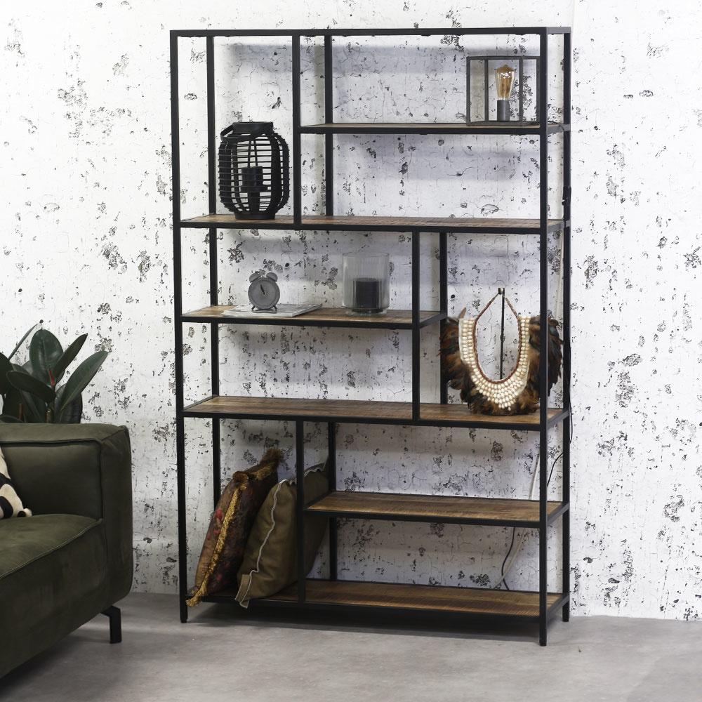 Geef de woonkamer een robuuste look met een industriële kast!