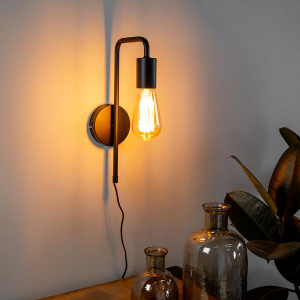Sfeer verlichting in de donkere wintermaanden met industriële lampen