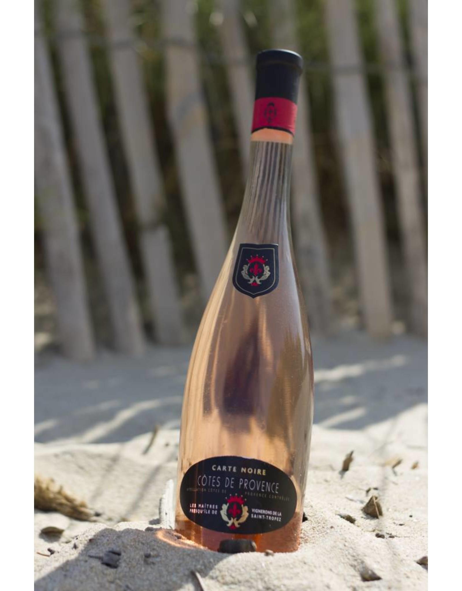 Les Maîtres Vignerons Luxueuze fles met een chique uitstraling.   Paradepaardje op tafel.   Typische zalmkleurige Provence rosé, populair bij een brede doelgroep.