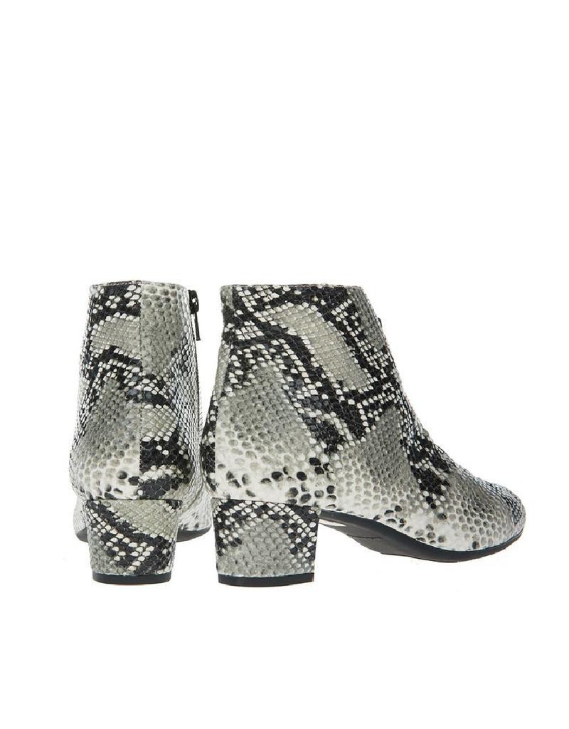 Square Feet D2614 Slang