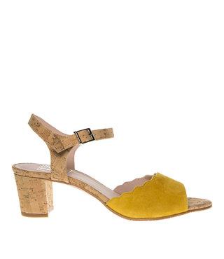 Square Feet dames geel suède elegante sandaal