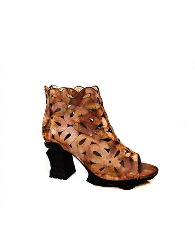 Laura Vita Laura Vita sandal with a striking platform sole