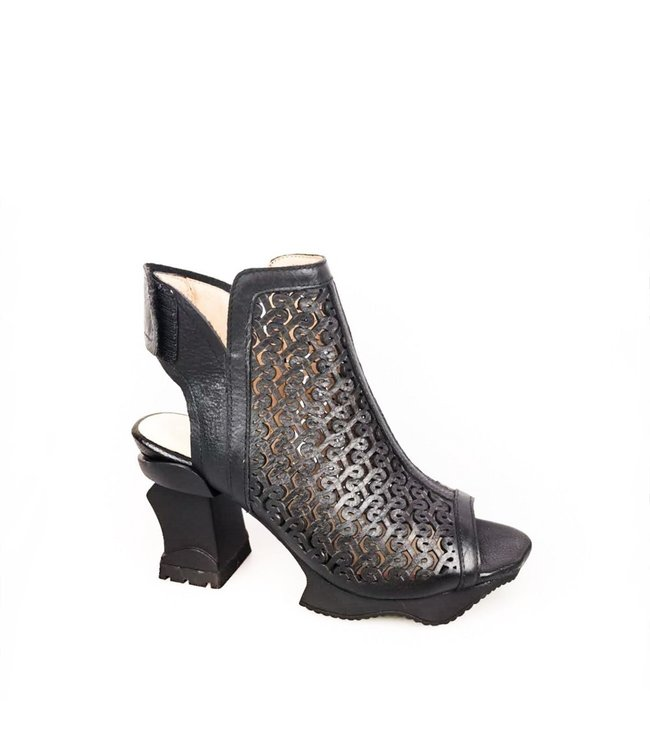 Laura Vita Laura Vita slingback sandal with platform sole