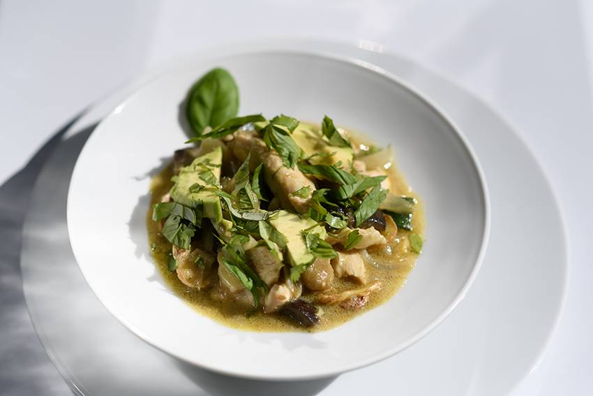 Supreme chicken with green curry-1