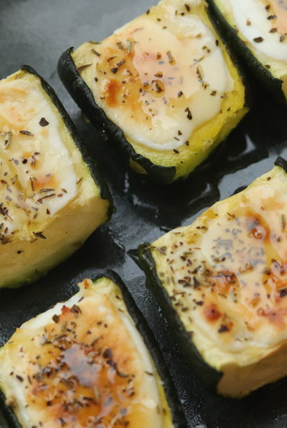 Zucchini with goat cheese and honey