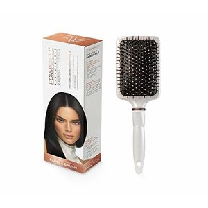 Formawell Beauty X Kendall Jenner Smooth Pass Paddle Borstel