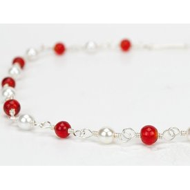Römische Halskette mit roten Steinen