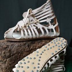 Schuhe aus der Antike