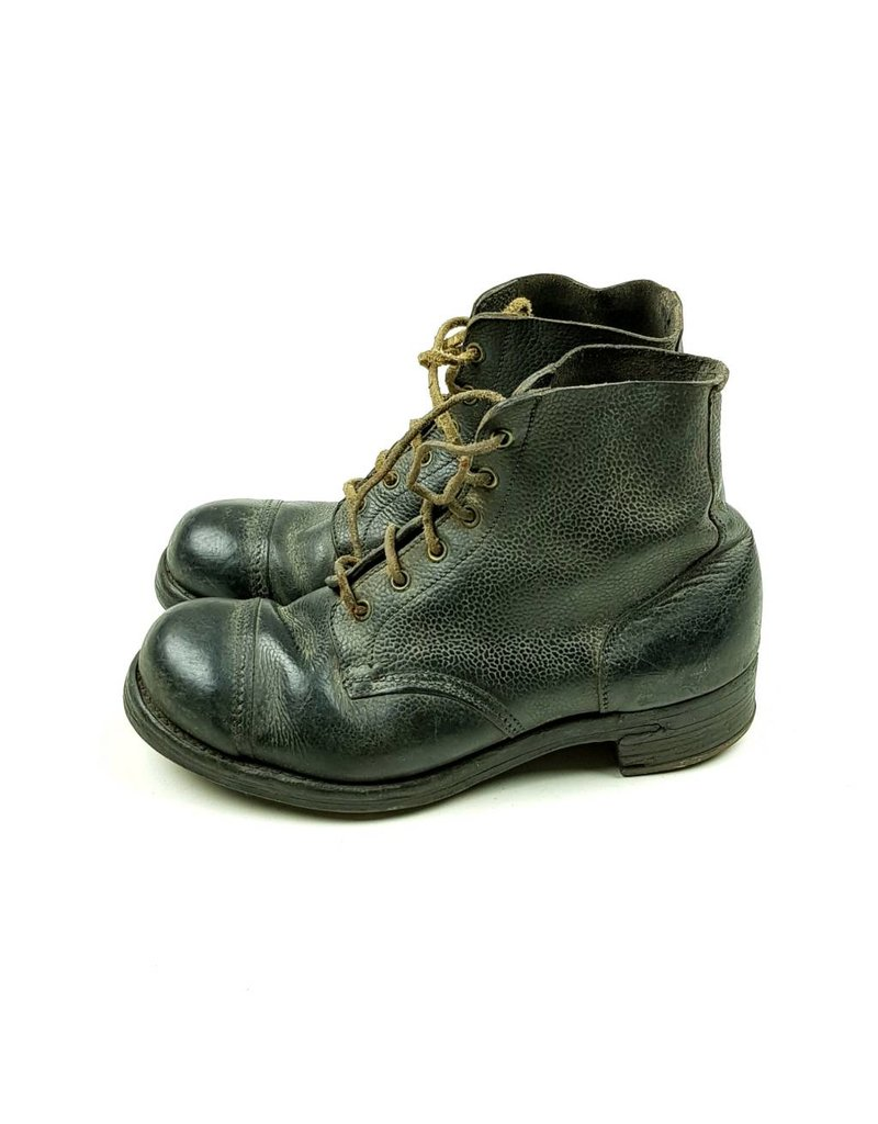 British Ammo-Boots 1943