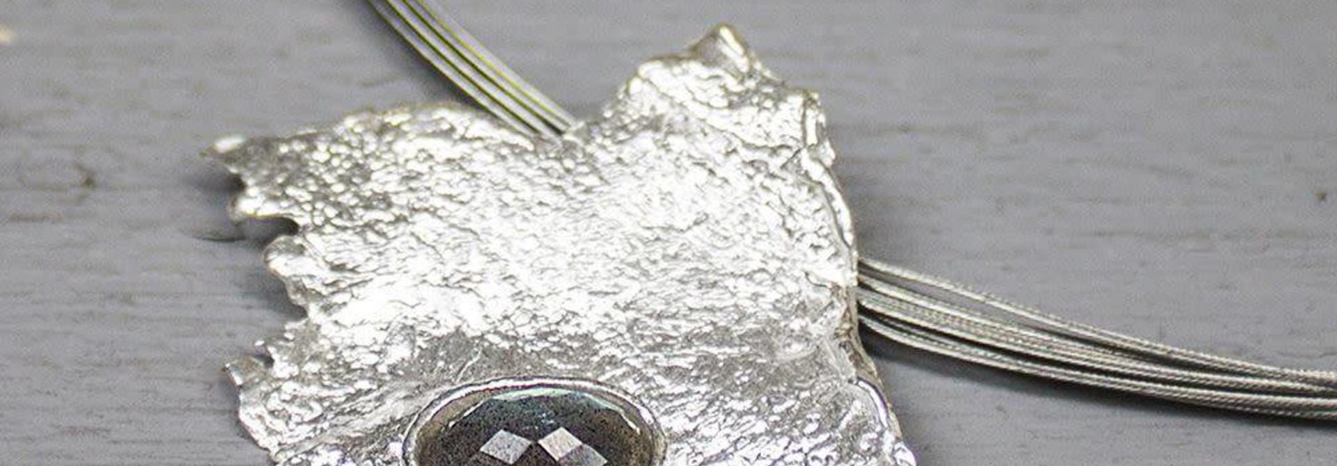 Hanger zilver wit + Labradoriet