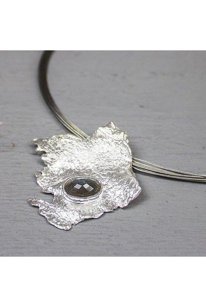 Pendant silver + white Labradorite