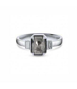 W. de Vaal W. de Vaal - Ring in 14k White Gold.