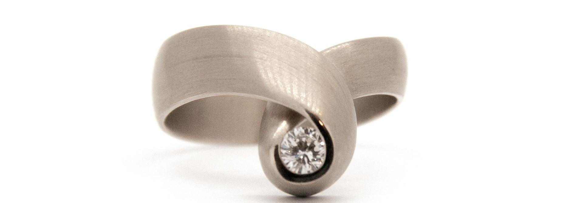 14k white gold ring size 56