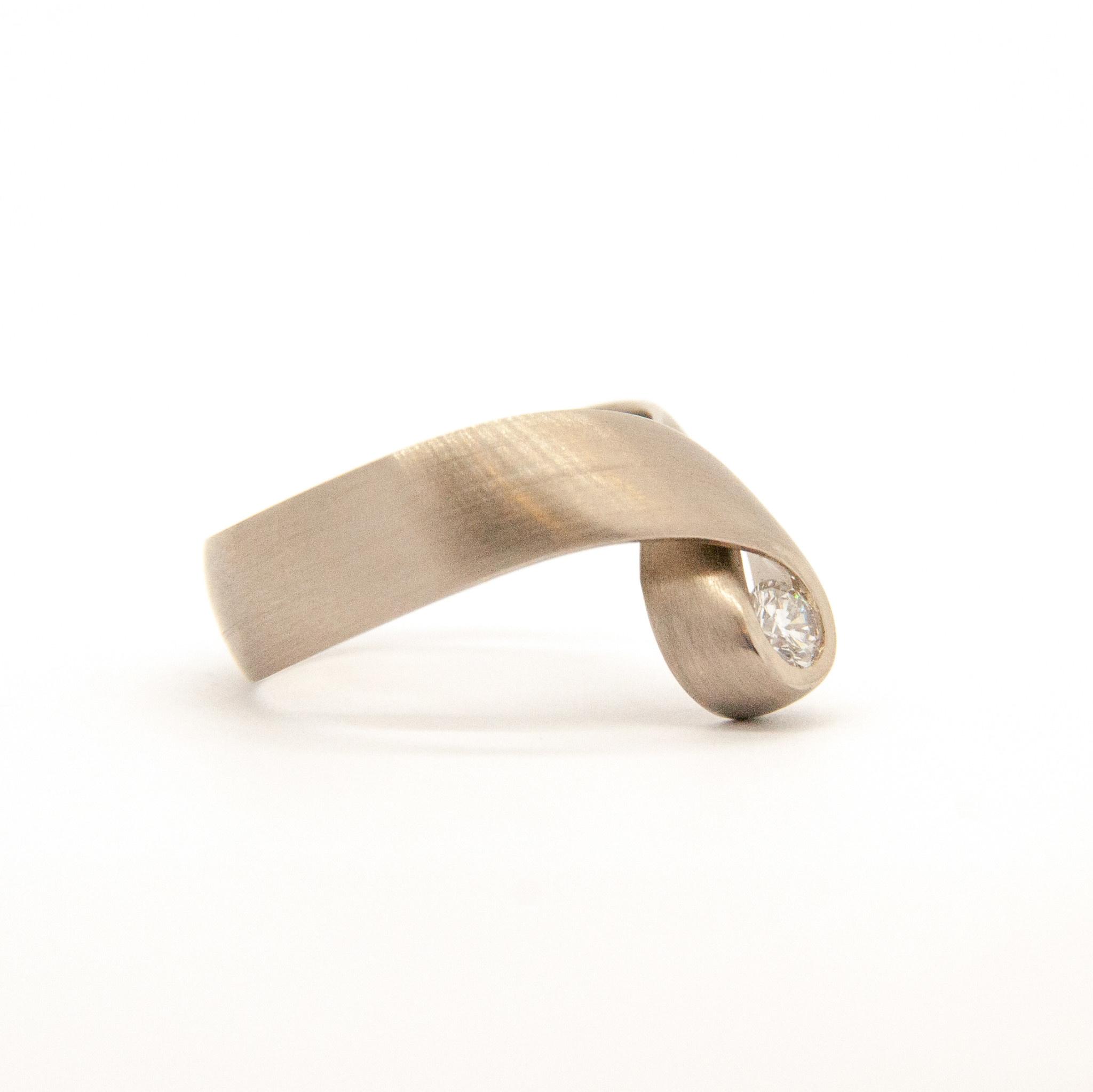 14k white gold ring size 56-3
