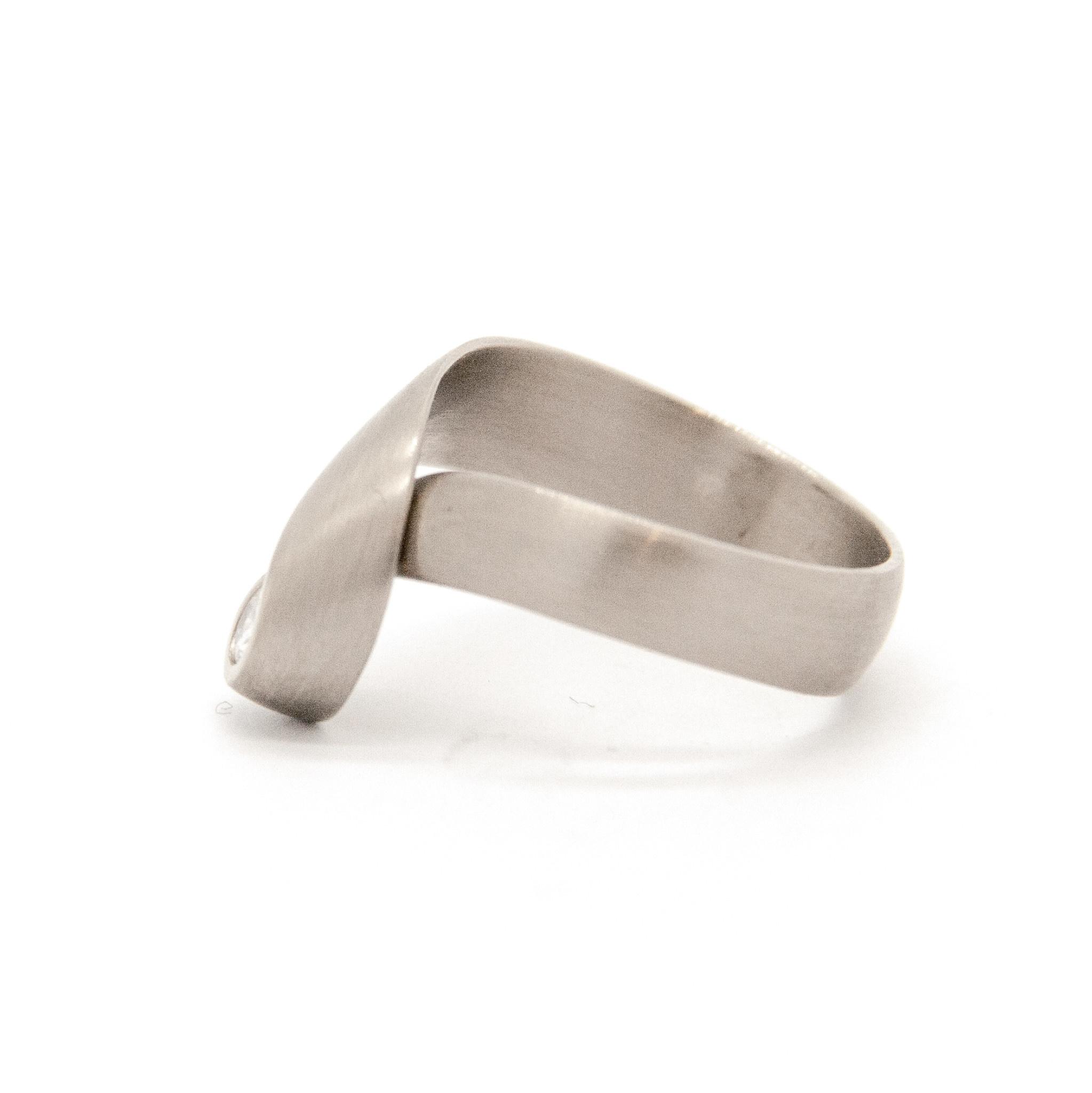 14k white gold ring size 56-4