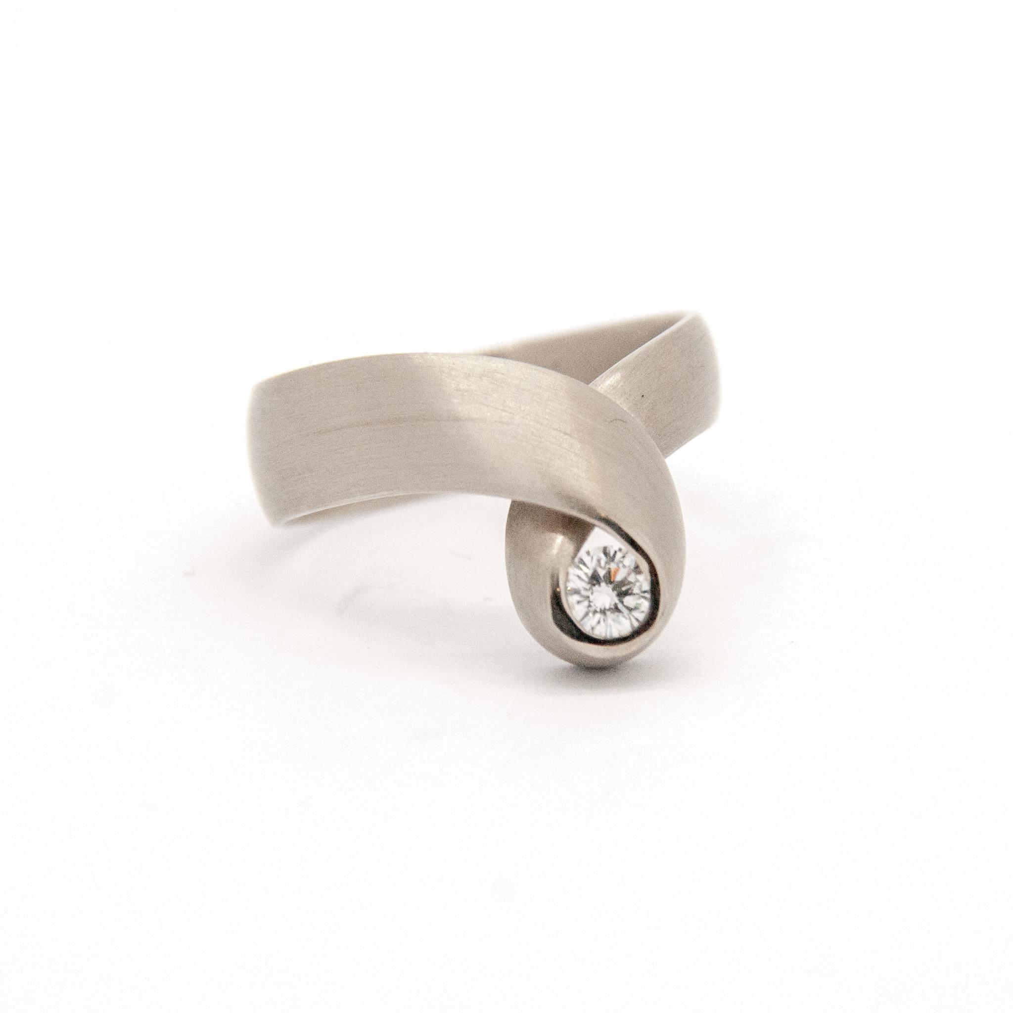14k white gold ring size 56-6