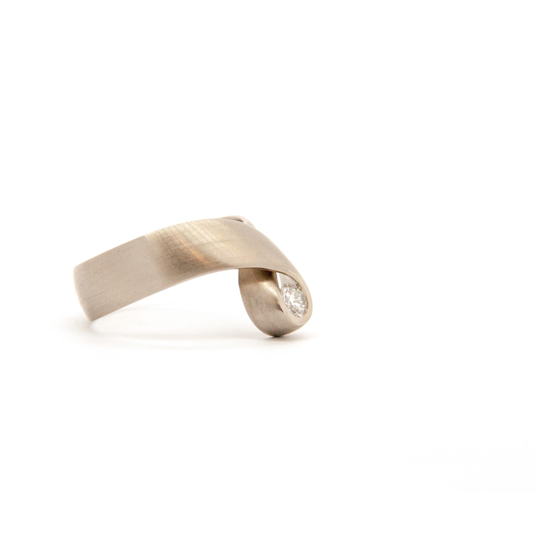 14k white gold ring size 56-7