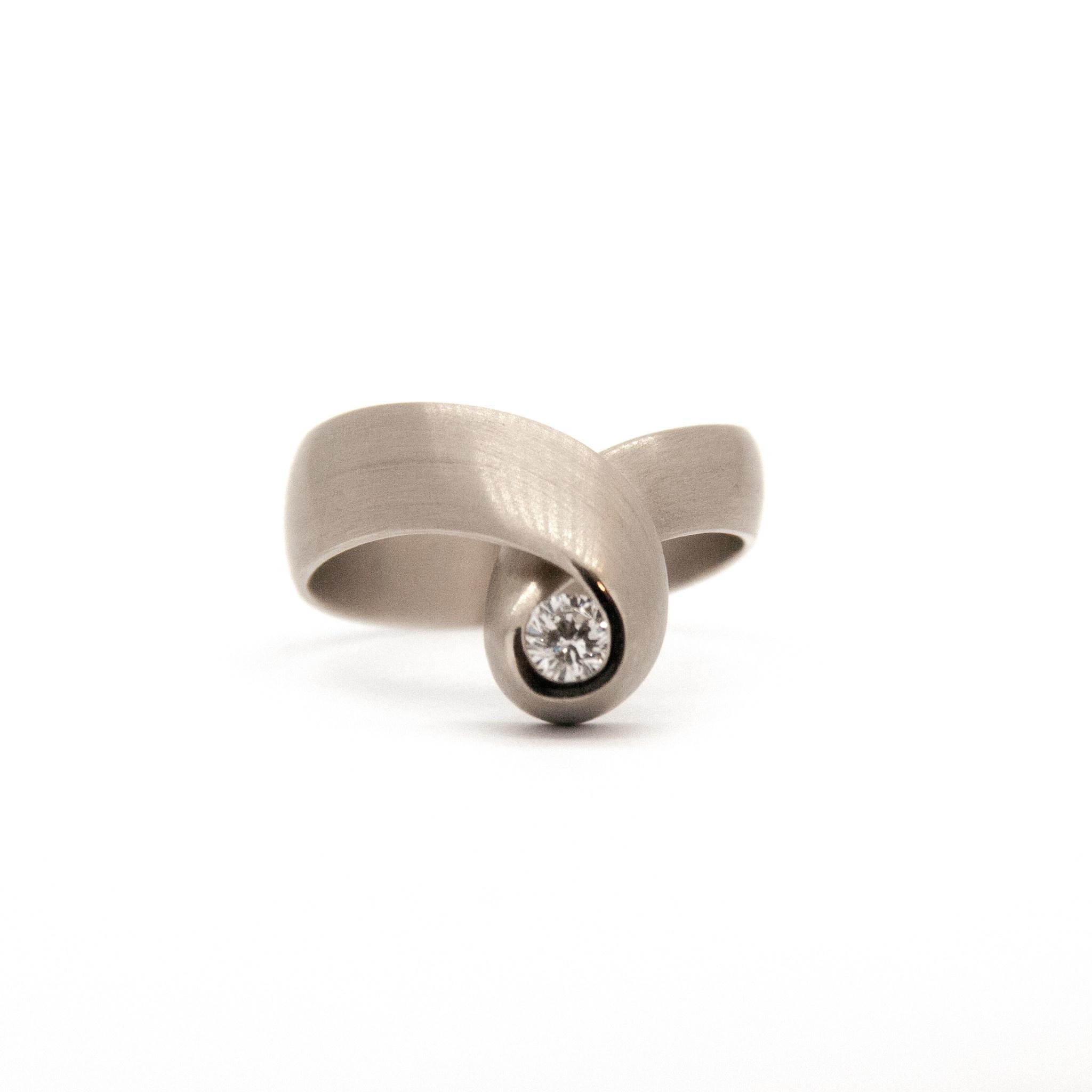 14k white gold ring size 56-9