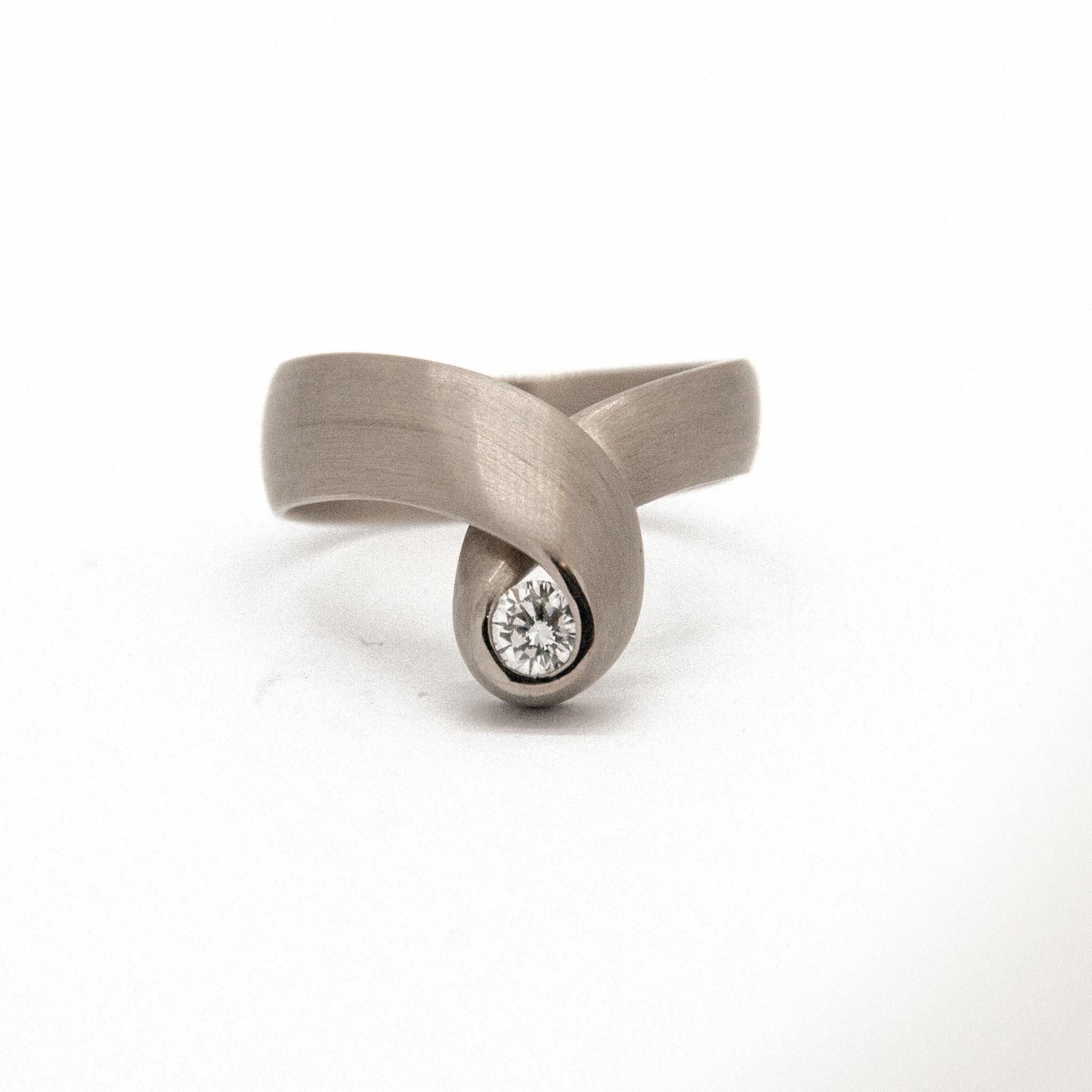 14k white gold ring size 56-11