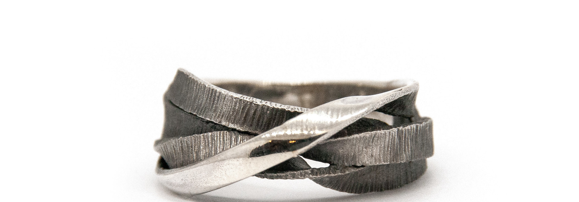 Moebius 3+1 ring