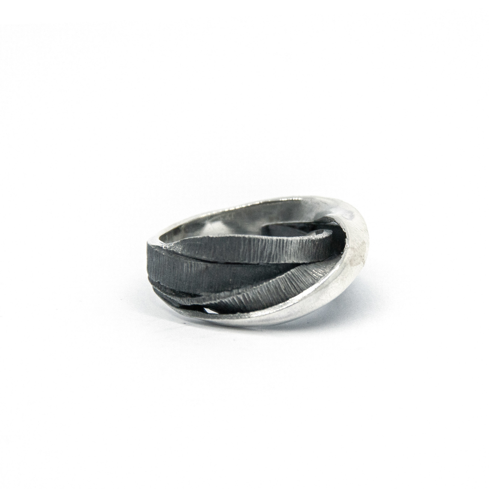 Moebius 3+1 ring-2
