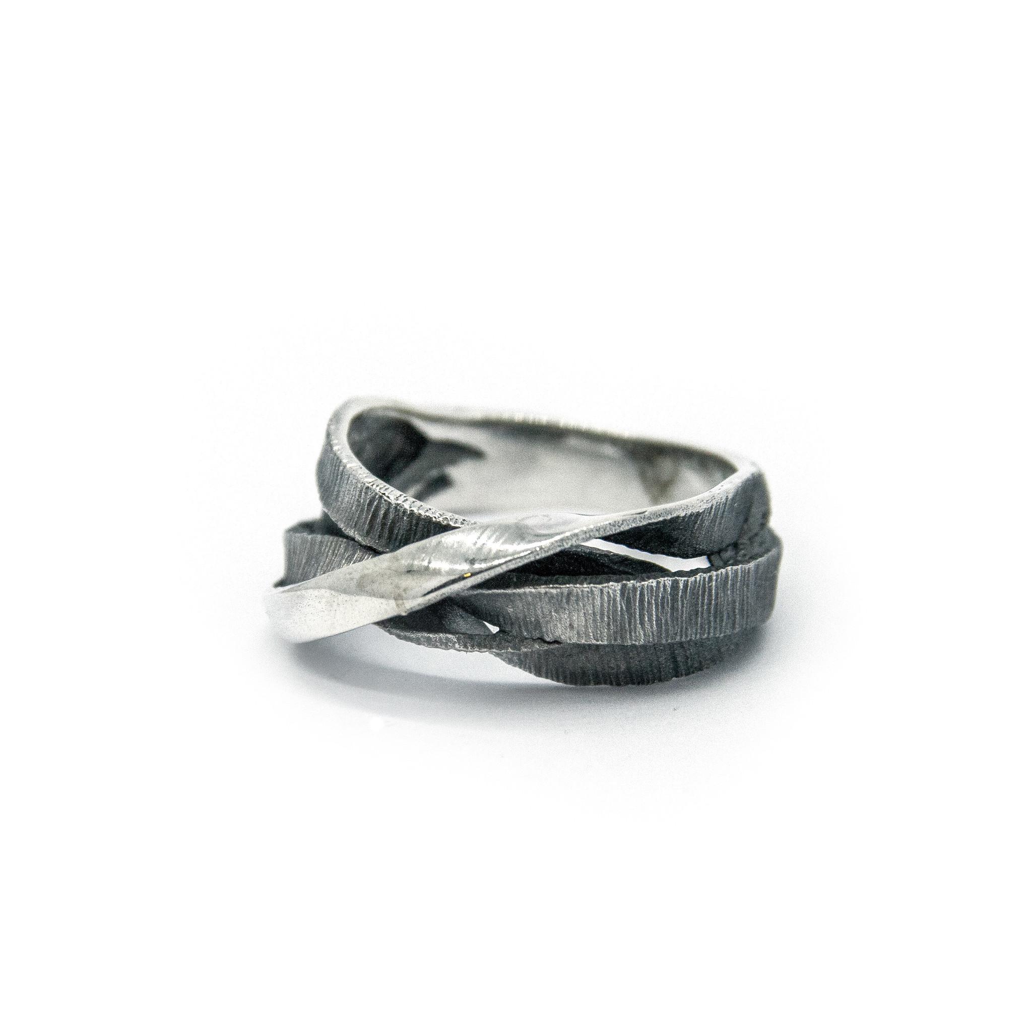 Moebius 3+1 ring-4