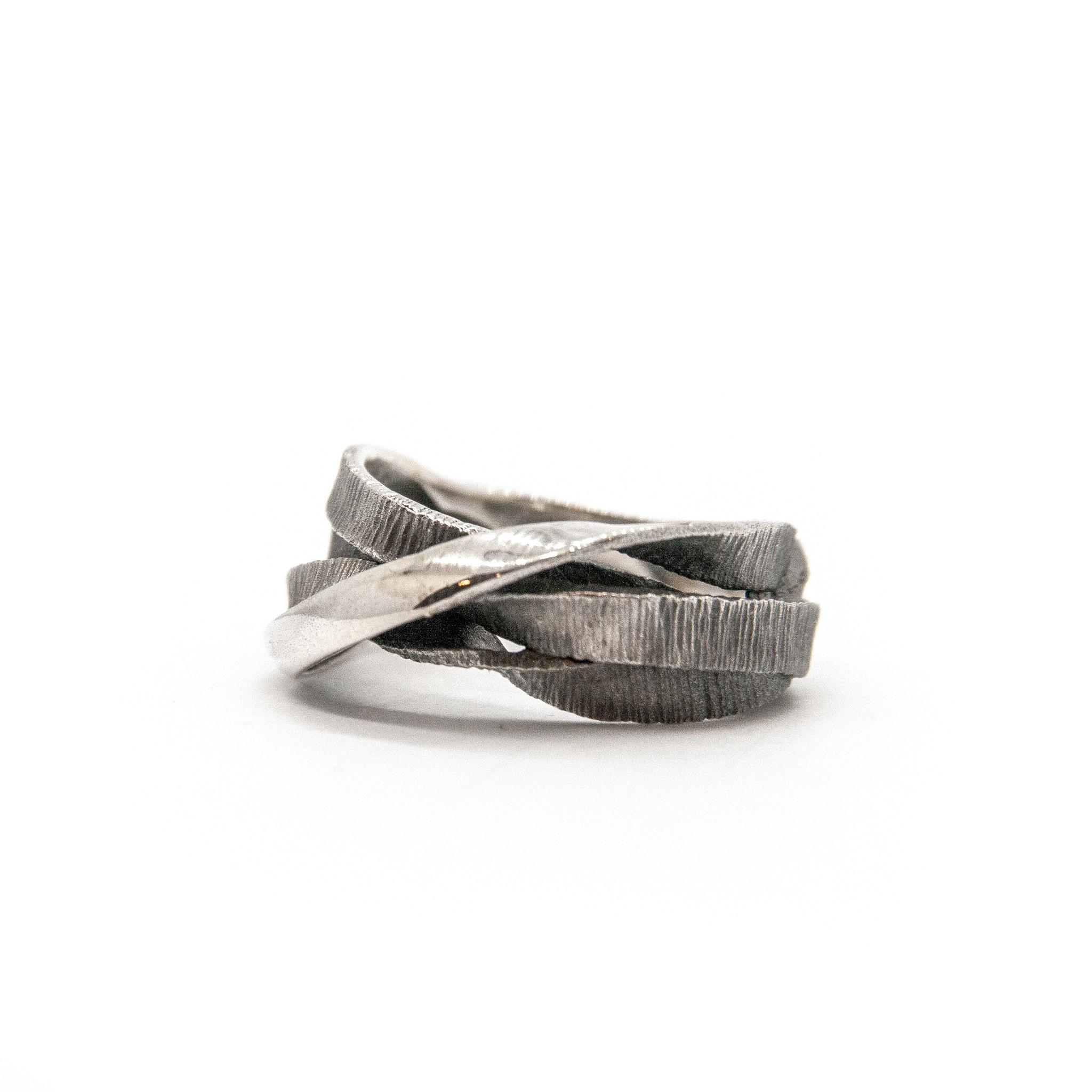 Moebius 3+1 ring-5