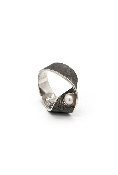 Moebius big ring