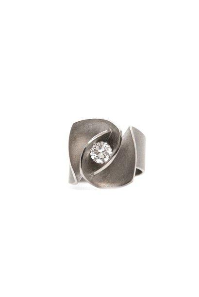 Iris Ring medium brilliant 0,61crt
