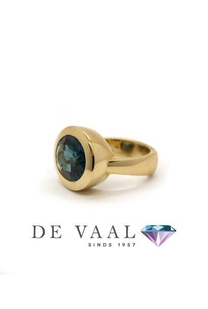W. de Vaal - Ring 14krt Geelgoud. London blue topaas