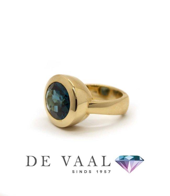 W. de Vaal W. de Vaal - Ring 14krt Geelgoud. London blue topaas