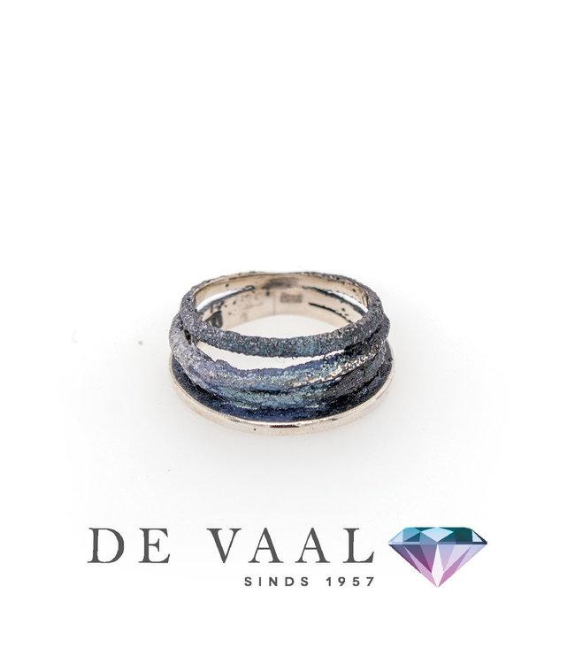 Dynamische grijze ring