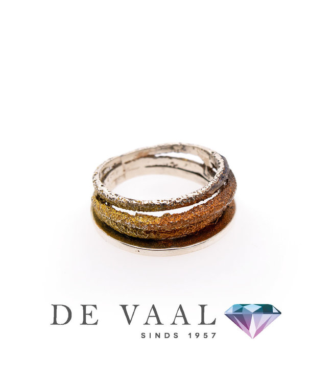 Dynamische okerkleurige ring