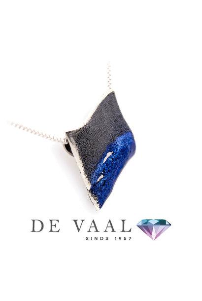 Electric-blue Electric pendant