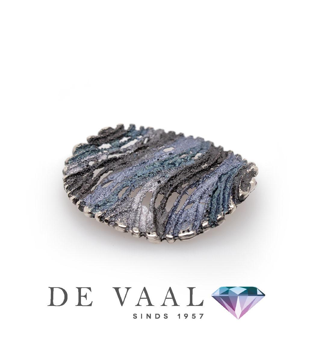 Maia grey pendant-1