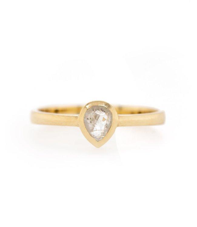 W. de Vaal - Ring 14krt Geelgoud met Roos diamant.