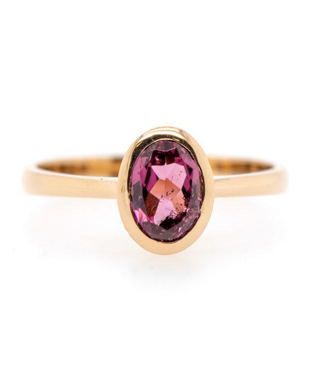 W. de Vaal - Ring 14krt Geelgoud met Toermalijn (Rose) (3107)