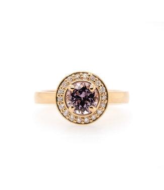 W. de Vaal W. de Vaal - Ring 14krt Geelgoud met Spinel & Diamant 0.18crt (3100)