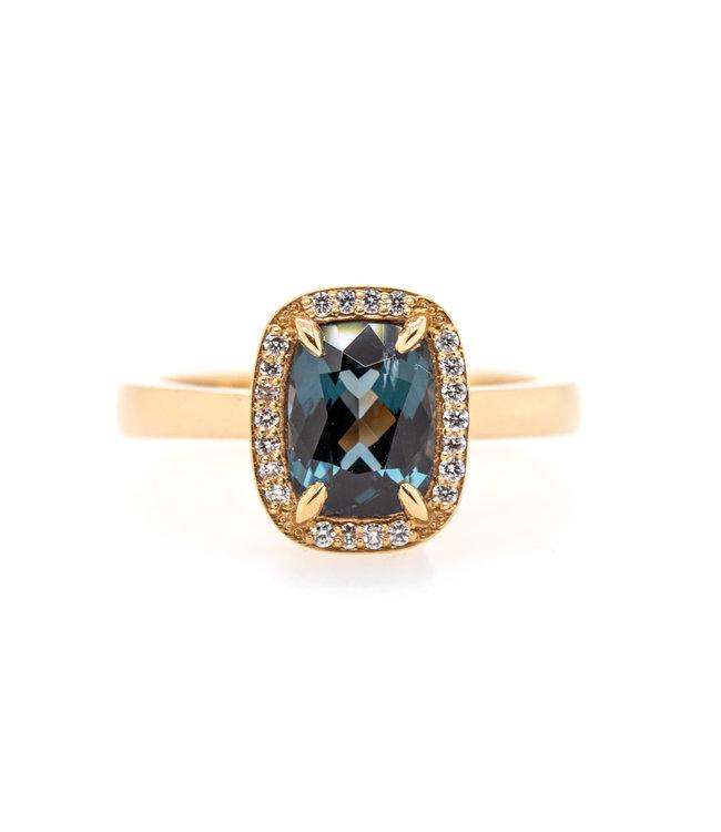 W. de Vaal - Ring 14krt Geelgoud met Spinel 1,66crt & Diamant 0,11crt (3086)