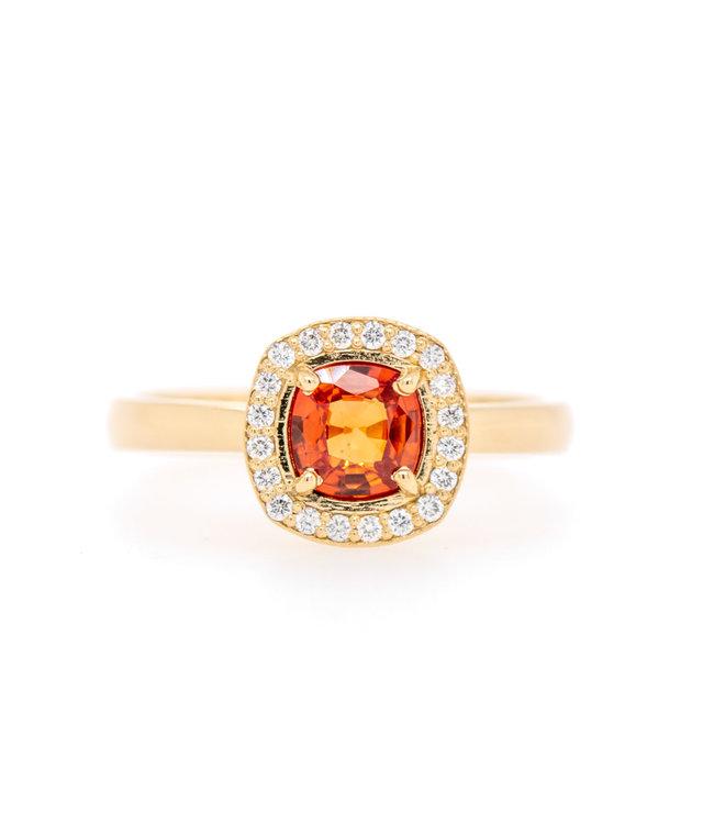 W. de Vaal - Ring 14krt Geelgoud met Korund & Diamant 0,11crt (3032)