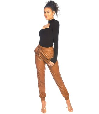 LA Sisters Lederlook camel pants